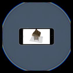 Augmented Reality (AR) is een technologie die de realiteit en de virtuele wereld met elkaar verbindt. Het is een mix van de realiteit met een virtuele toevoeging of verrijking.